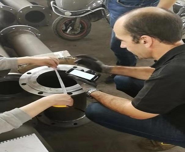 原来西班牙客户是这样检验耐磨陶瓷复合管的
